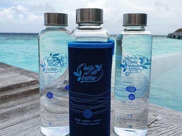 KURAMATHI MALDIVES: Nachfüllbare Wasserflaschen um die Meere zu entlasten